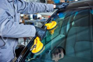 car-windshield-installation